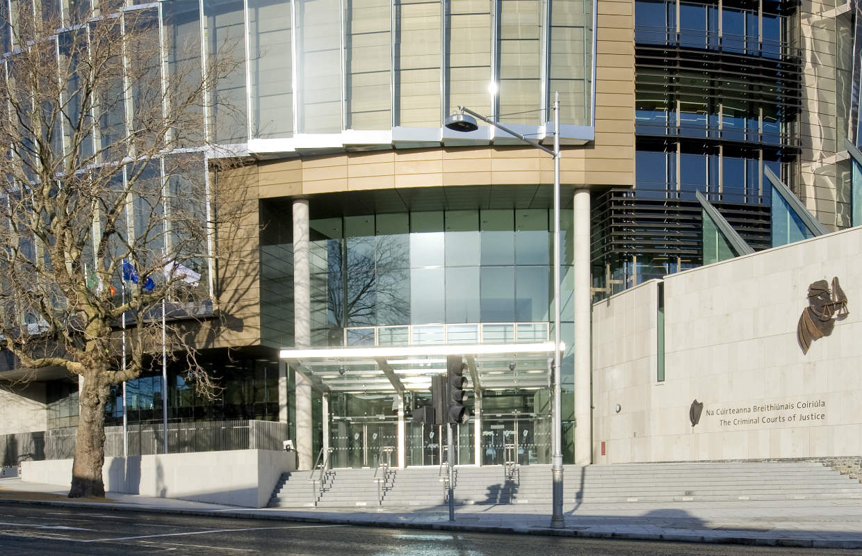 criminal courts There are several important differences between civil and criminal court in general, civil courts are designed to resolve differences when private individuals or businesses can no longer reach an agreement on their own.